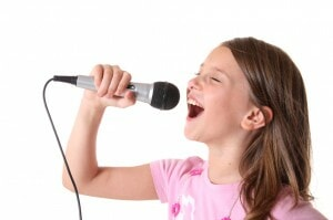 Girl singing with mic